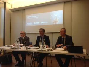 Fabio Benasso di Accenture, Mauro Meanti di Avanade e Carlo Purassanta di Microsoft celebrano i 15 anni della joint venture in Italia