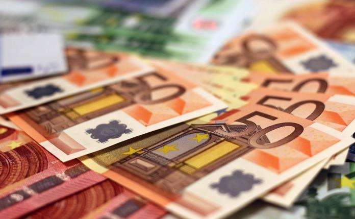 Euro soldi cartamoneta finanziamento