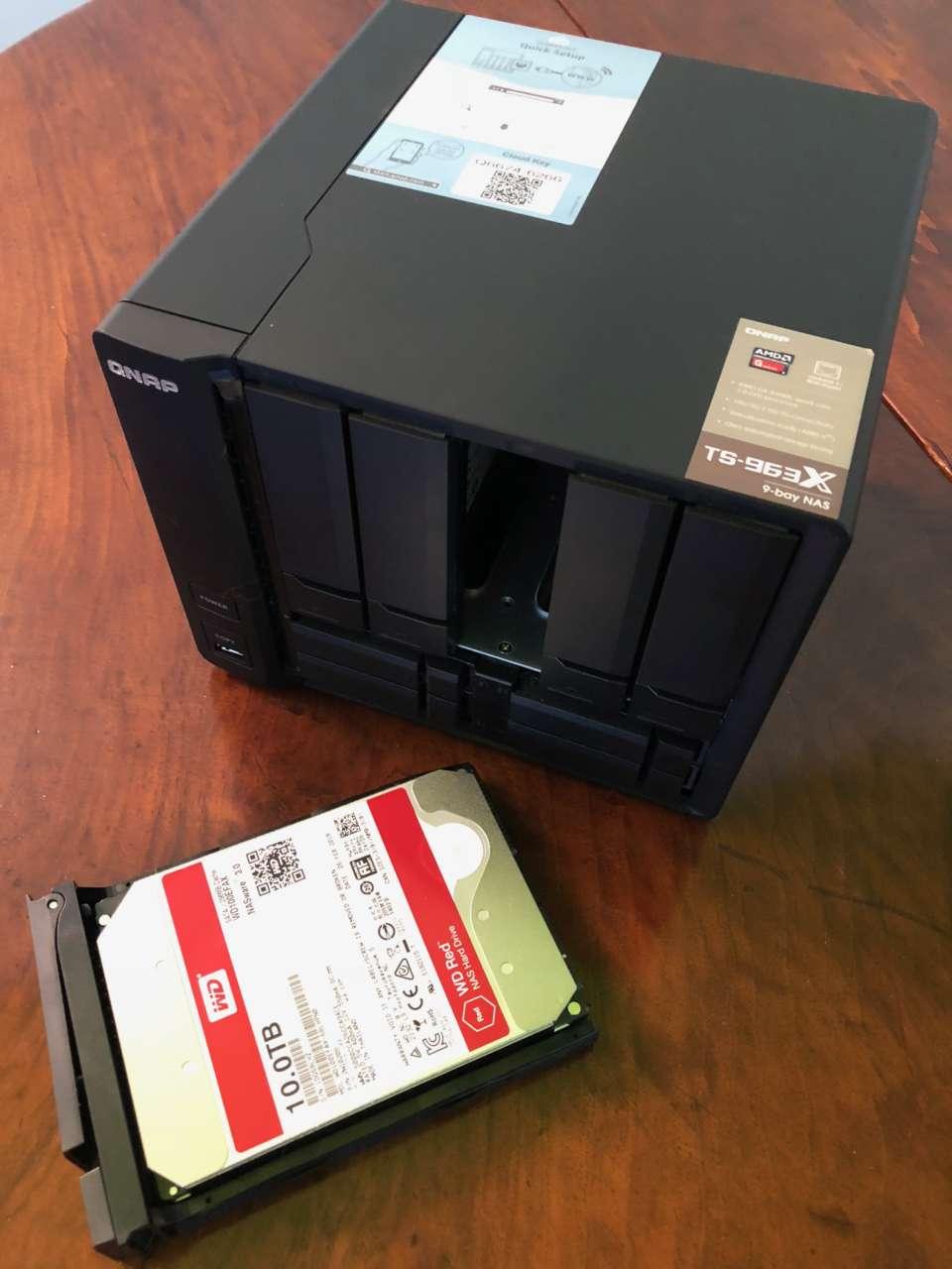 QNAP TS-963X aperto
